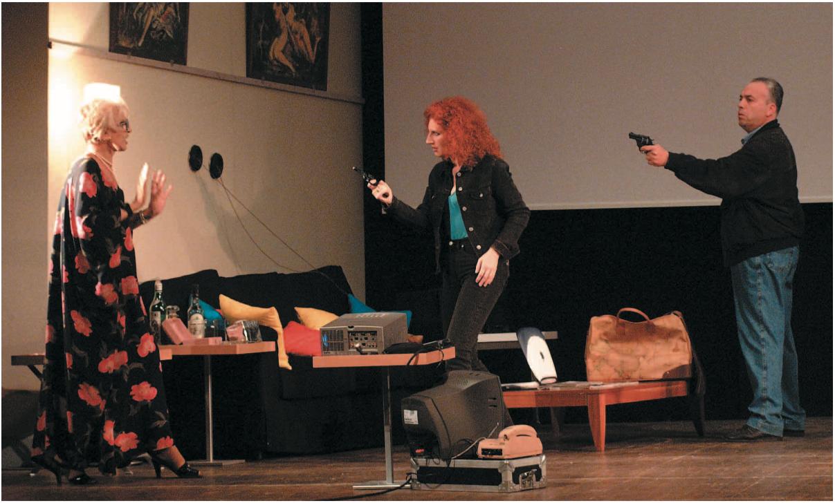 Mario Pirovano in scena con Franca Rame e Marina De Juli in